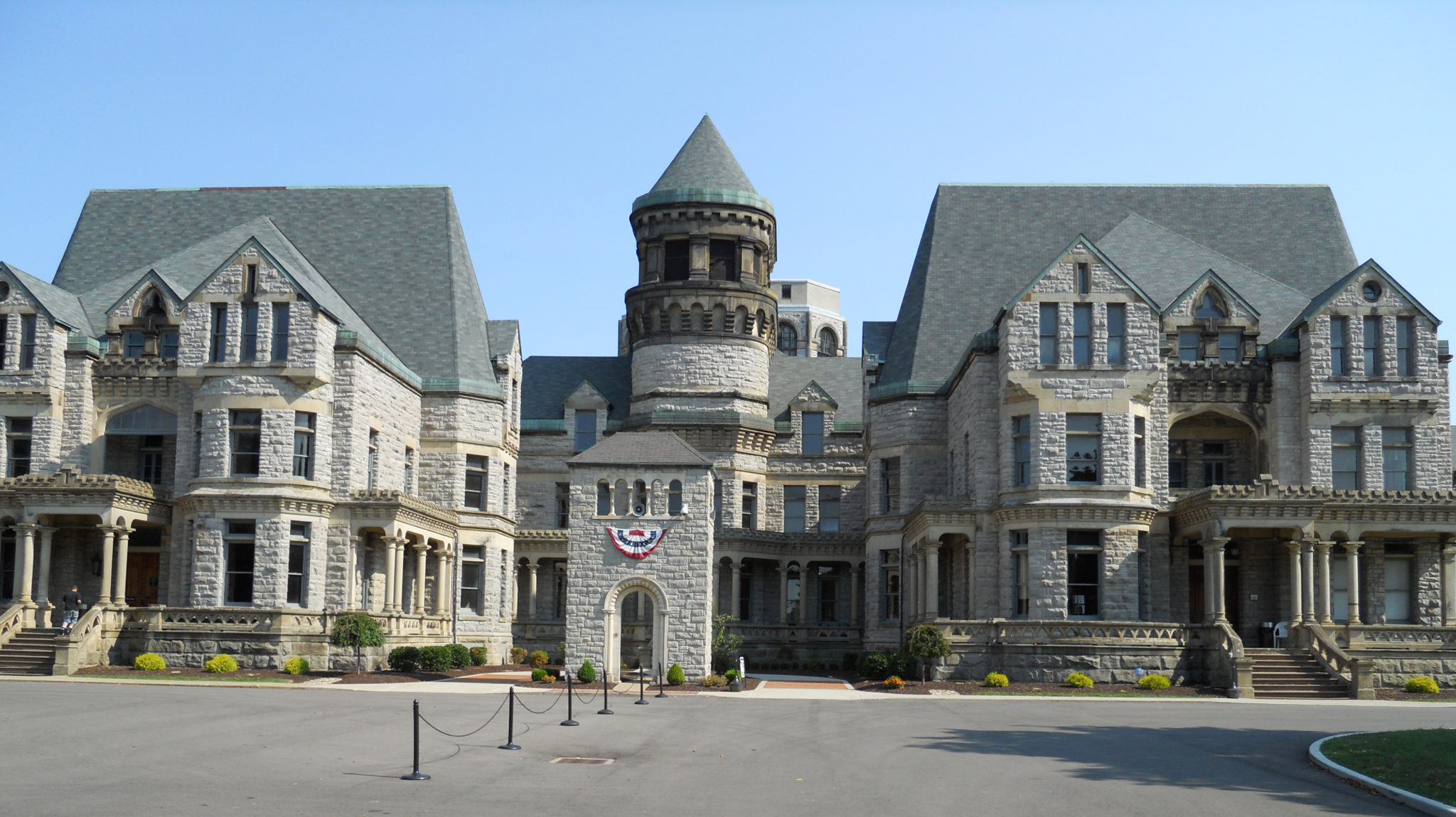 mansfield reformatory Mansfield reformatory many a driver finding themselves on the outskirts of mansfield, ohio, for the first time has had to keep from driving off the road when they catch a glimpse of the enormous gothic structure that seemingly rises up out of the mist.